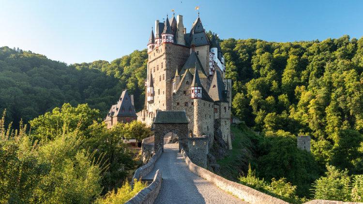 Châteaux à visiter en Europe : Burg Eltz près du Rhin en Allemagne.
