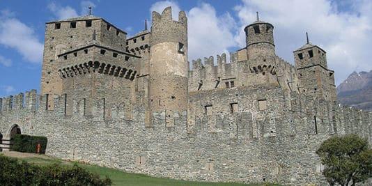Les châteaux en pierre, la grande évolution dans la conception des châteaux.