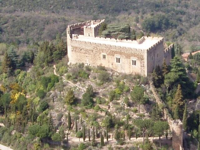 Le Château de Castelnou dans les Pyrénées-Orientales
