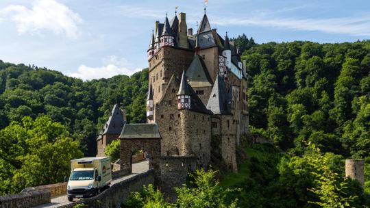 Visite du château romantique de Burg Eltz près de la Moselle et du Rhin.