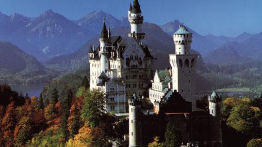 Les châteaux fantastiques du roi fou Ludwig près de Munich en Allemagne.