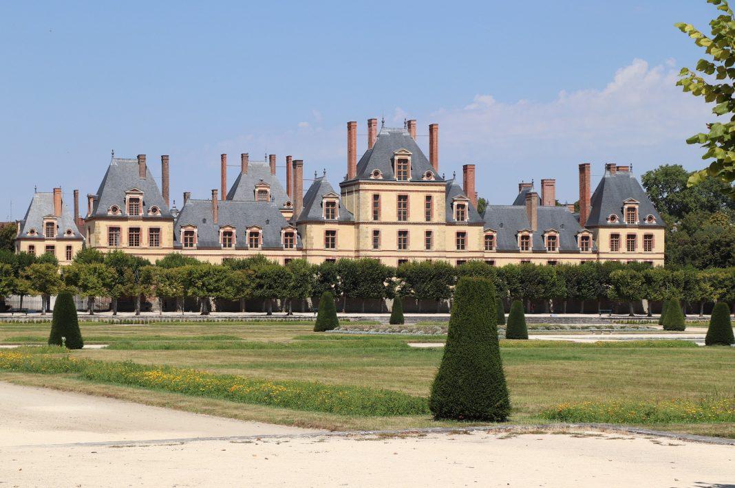 Quels sont les meilleurs châteaux de France à visiter depuis l'aéroport Charles de Gaulle ?