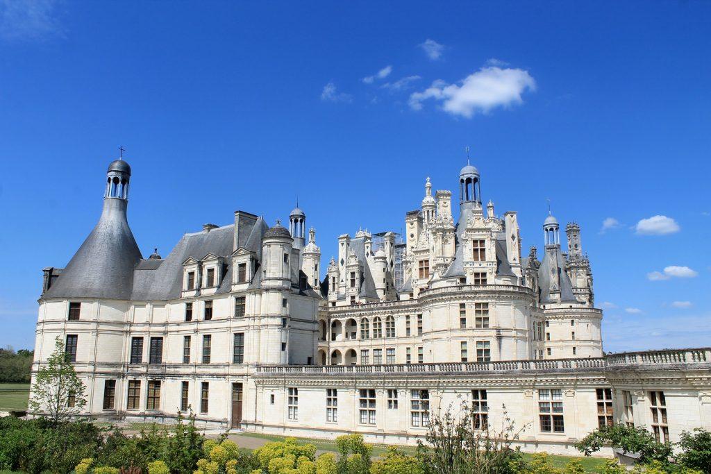Comment découvrir les châteaux de la Loire en camping-car ?